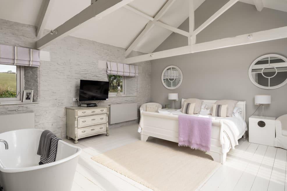 Open plan bedroom with rolltop bath